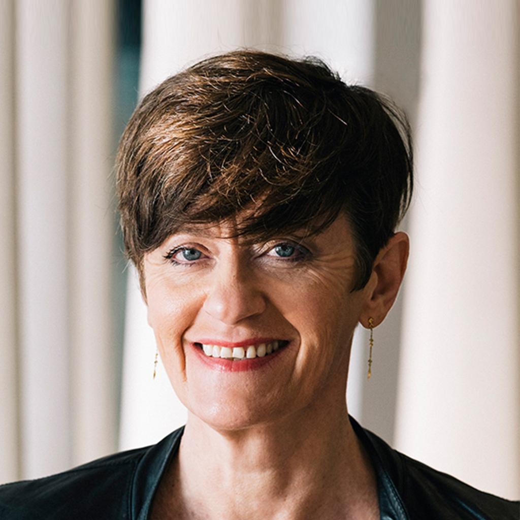 Portrait-Bethanie-Surget-coach-communication-relationnelle-coaching-Rueil-Malmaison-neurosciences-hypnose